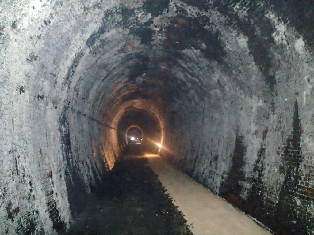 親不知レンガトンネル内